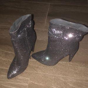 Disco glitter / sparkly gray silver bootie sz 8